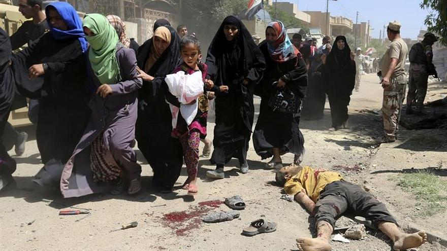 Los habitantes del casco antiguo de Mosul, sedientos bajo las bombas