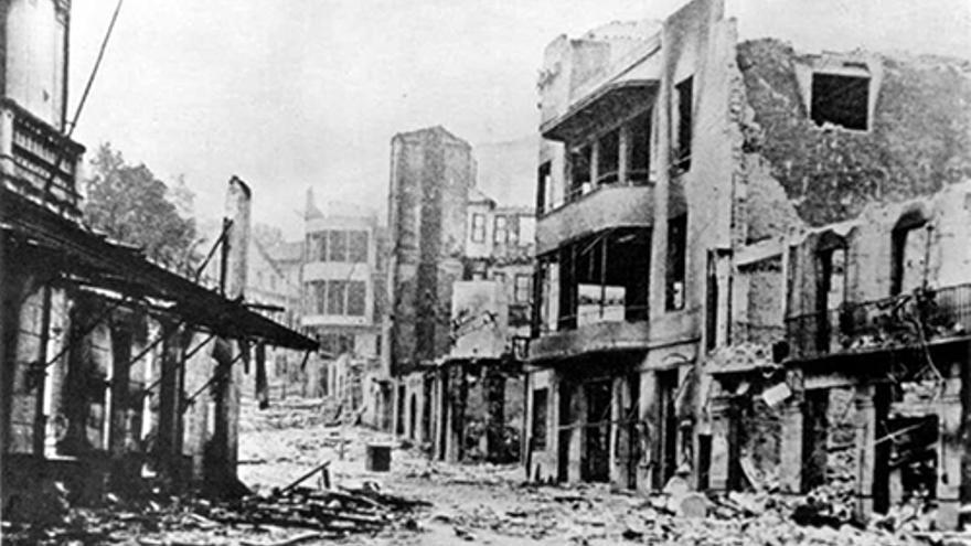 Gernika destruida tras los bombardeos en los que colaboró la aviación nazi