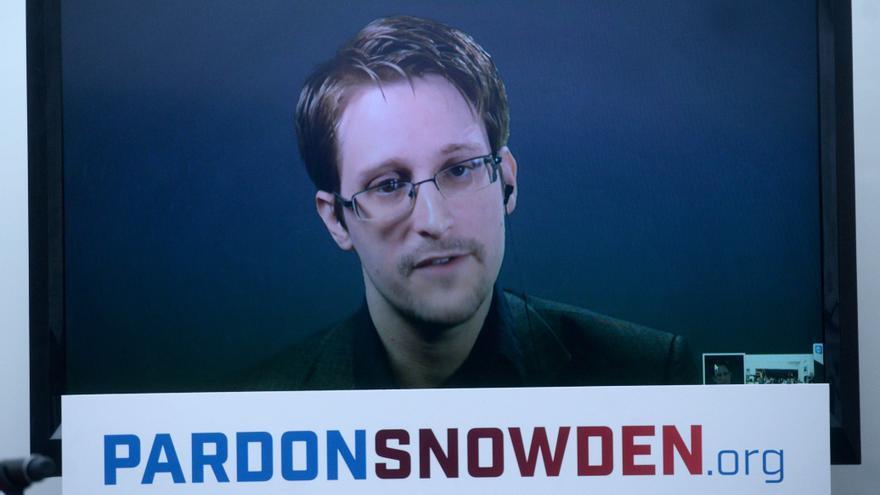 Edward Snowden durante la rueda de prensa en la que pide su indulto en 2016. Foto de: Dennis Van Tine / AP