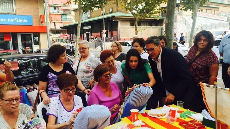 Arrimadas dice a Colau que es incompatible pedir soluciones y estar junto a Puigdemont