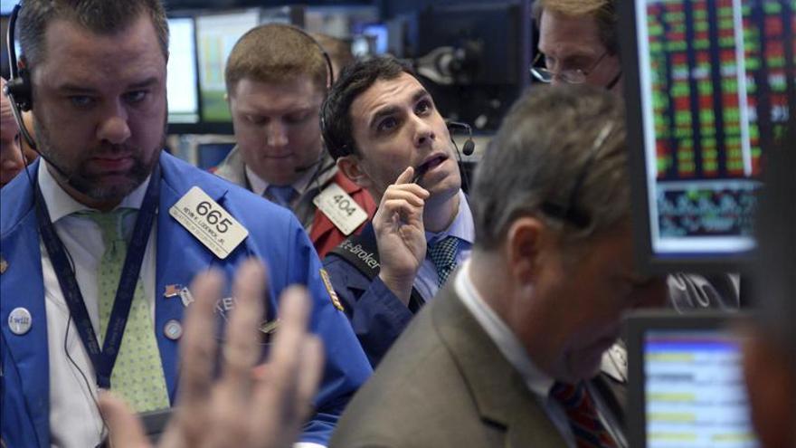 El Dow Jones abre con un avance del 0,28 por ciento pero Apple lastra al Nasdaq