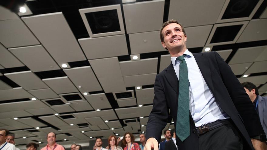 """Casado cierra la primera jornada con muy """"buenas vibraciones"""" tras el """"impecable"""" discurso de Rajoy"""