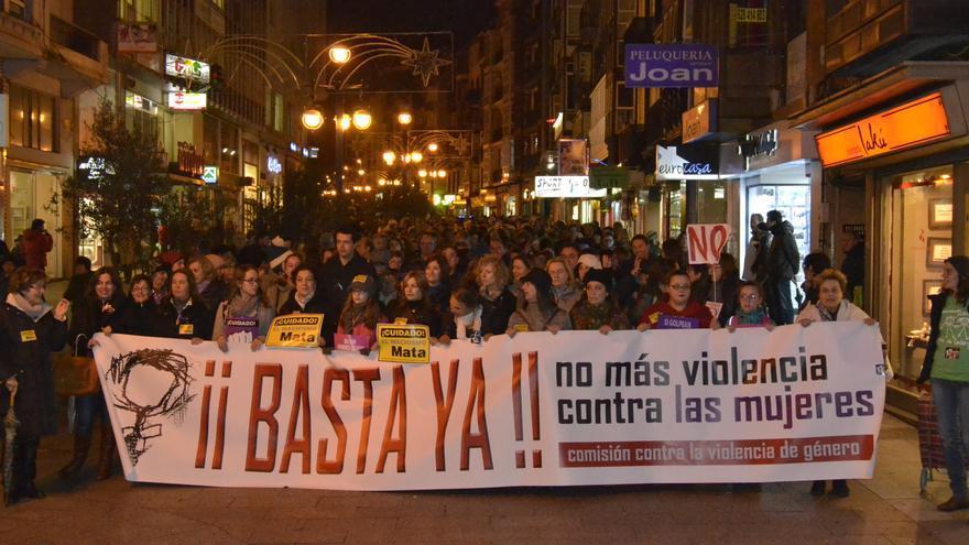 La capital de Cantabria ha acogido la manifestación contra la violencia de género.   RUBÉN VIVAR