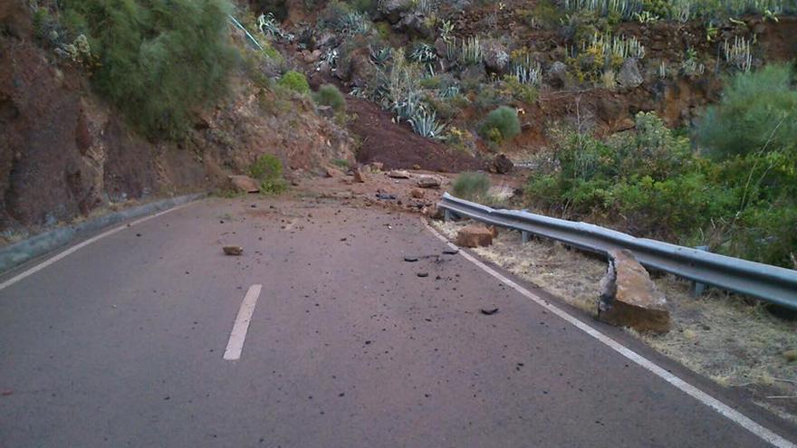 Imagen del desprendimiento sobre la carretera de Tenagua a Martín Luis, en el municipio de Puntallana, Foto: Obra Pública Cabildo de La Palma.