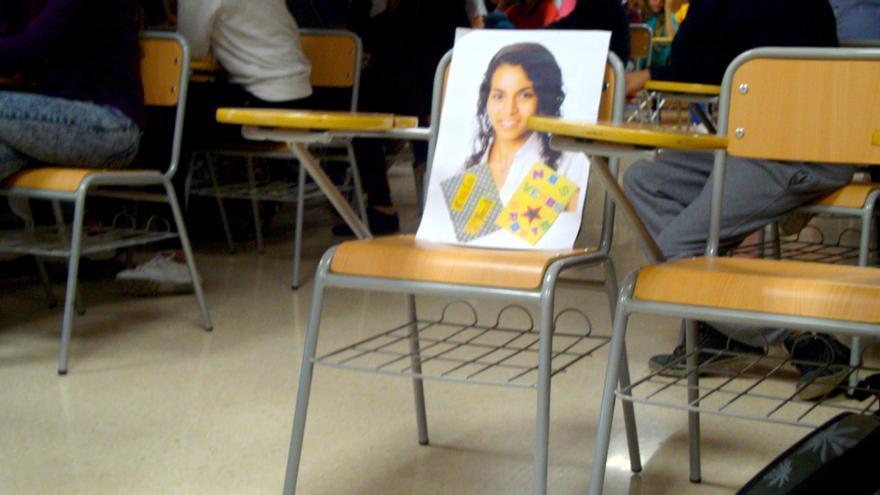 Los compañeros de instituto de Koria recuerdan a su compañera con una silla vacía