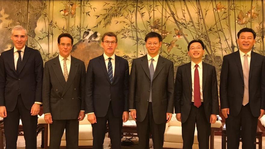 Feijóo, durante uno de los encuentros celebrados en su viaje oficial a China, el pasado junio
