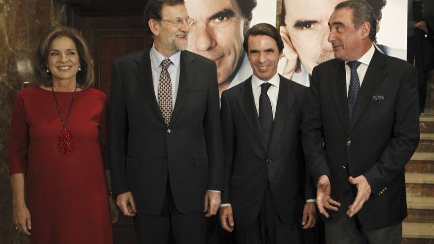 Ana Botella, Mariano Rajoy, José María Aznar y el periodista Carlos Herrera. / Efe