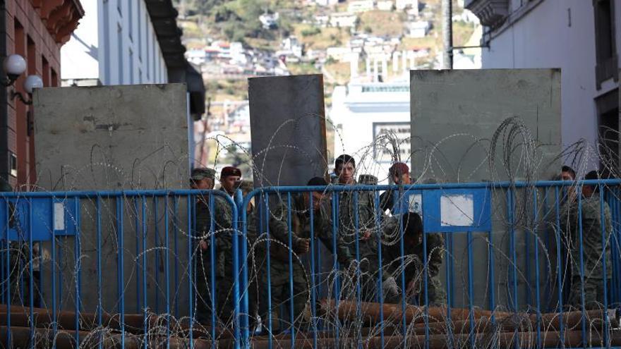 Autoridades acordonan el centro histórico de Quito