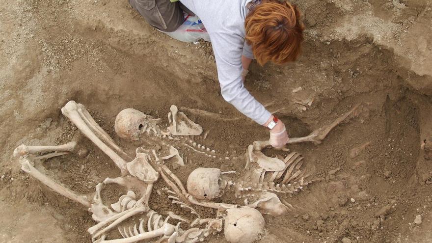 Los vecinos trasladaron los cuerpos desde las afueras de Biscarrués a una fosa en el cementerio de Murillo de Gállego