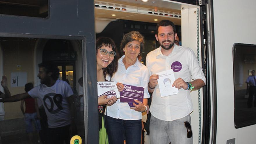 Pablo Rodríguez (derecha), con la candidata de Badajoz Amparo Botejara en el centro