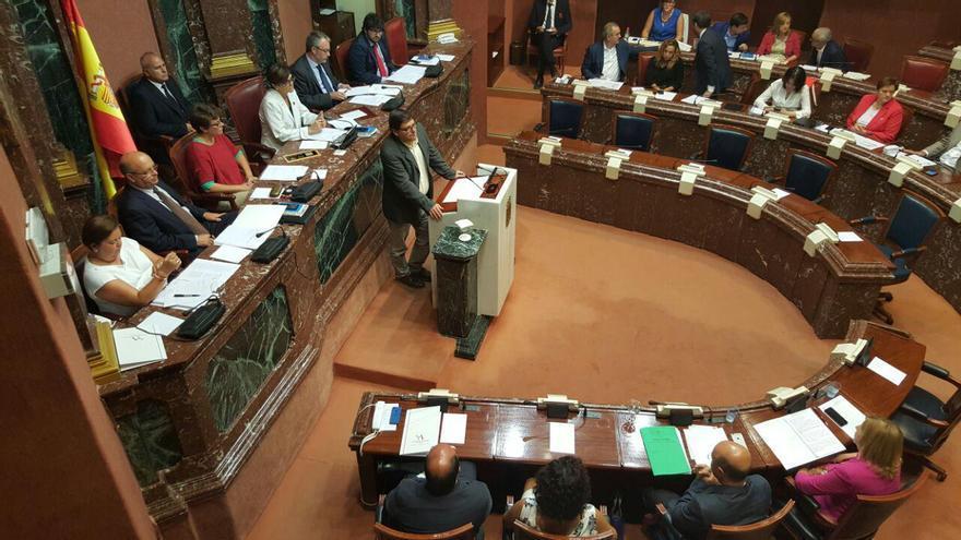 Andrés Pedreño, de Podemos, durante su intervención en la Asamblea Regional de Murcia