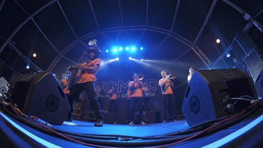 Actuación del grupo canario '101 Brass Band' en Womad | EFE/ÁNGEL MEDINA