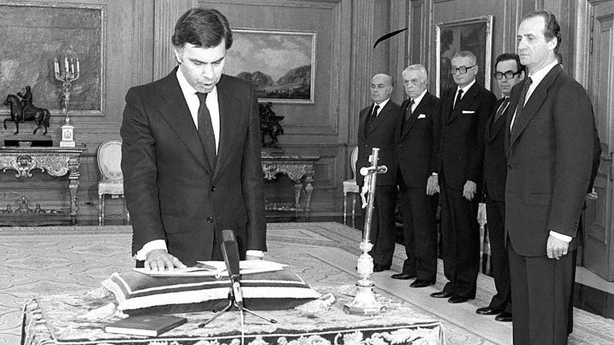Felipe González jurando su cargo en 1982