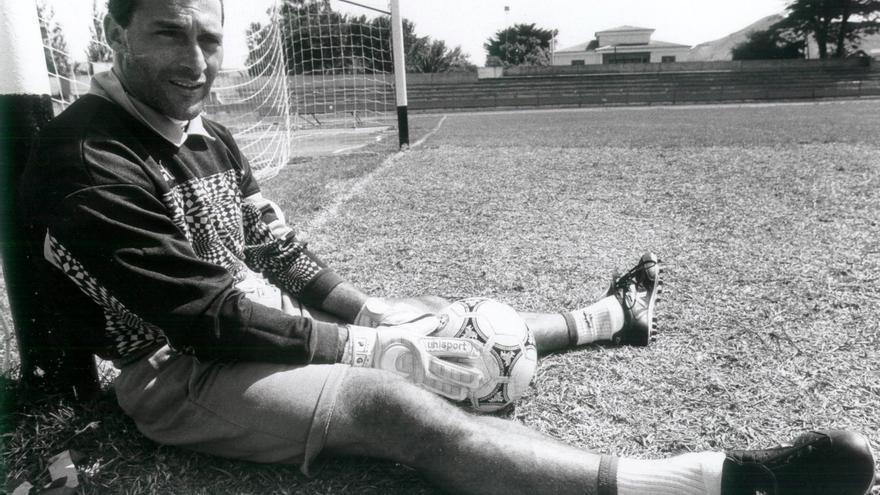 Manolo López tras un entrenamiento del CD Tenerife en 1992 en el Estadio Francisco Peraza de La Laguna