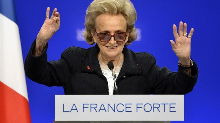Ingresan a la esposa de Chirac en el mismo hospital en el que está su marido