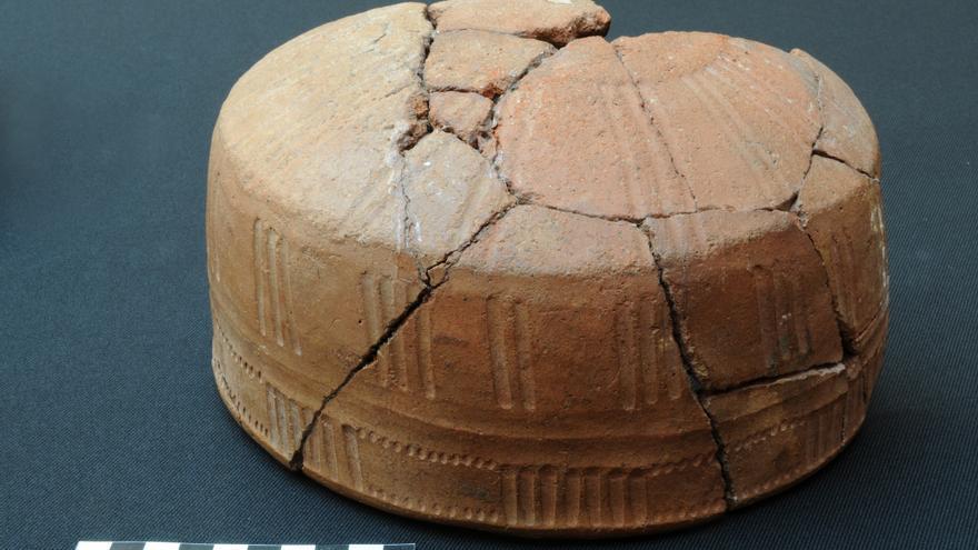 Vasija de la Fase II B de la necrópolis de cremación de La Cucaracha. Foto: JORGE PAIS.