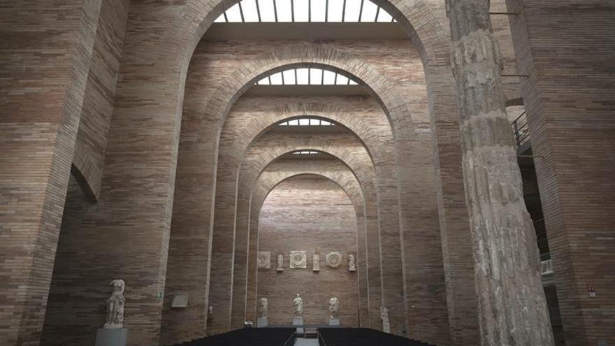 """Museo de Mérida ofrece un """"ambiente onírico"""" de espejos para volver a la antigua Roma"""