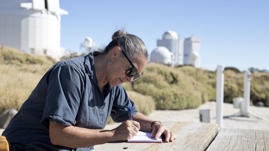 Elsa López en el Observatorio del Teide. Crédito: Elena Mora (IAC).