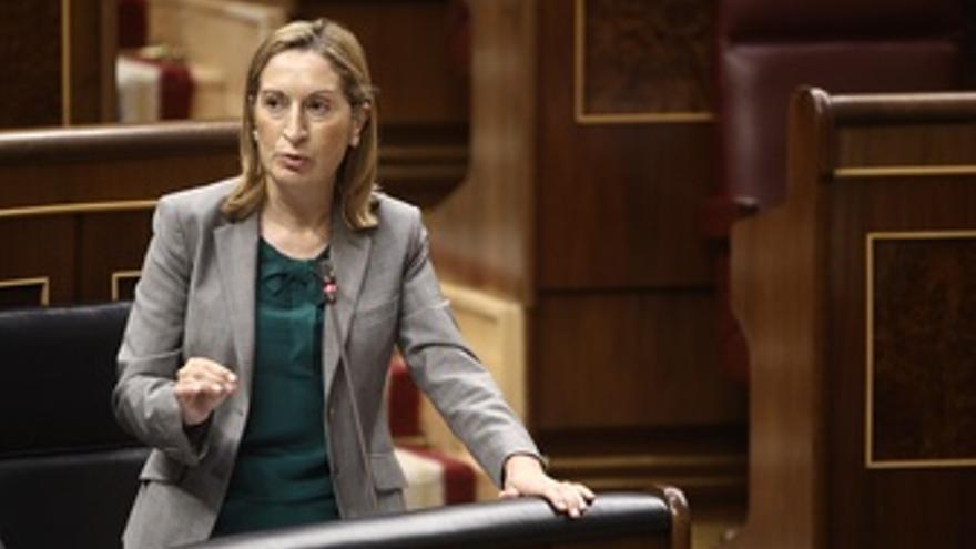 Ministra De Fomento, Ana Pastor, En El Congreso De Los Diputados