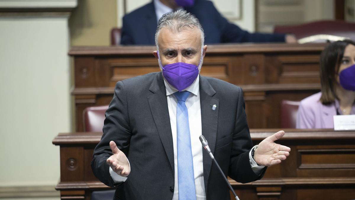 Ángel Víctor Torres en el Parlamento.