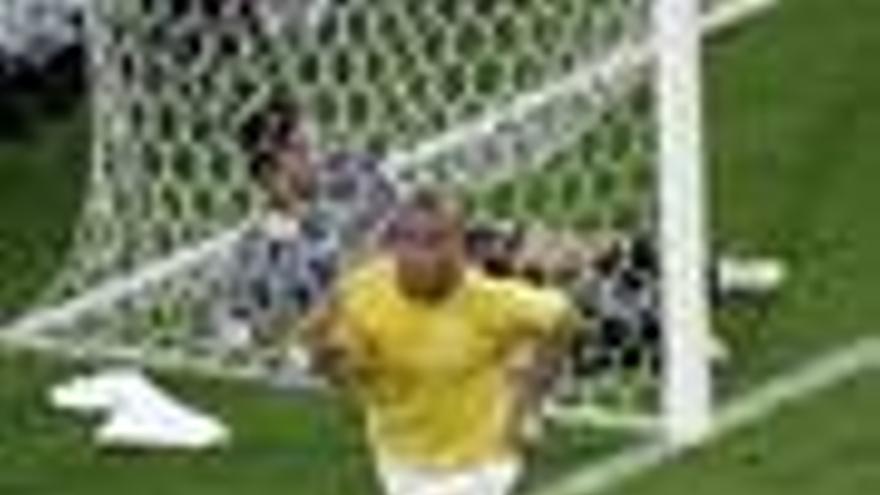 Ronaldo pide a Dunga volver a la selección brasileña para disputar el Mundial