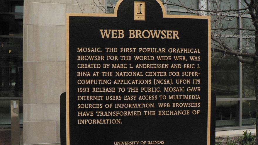 Placa conmemorativa en honor a MOSAIC, el primer navegador (Foto: Marc_Smith en Flickr)