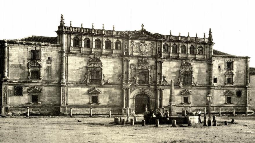 Fachada de la Universidad de Alcalá. Archivo Histórico