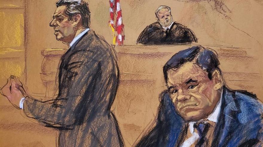 """El abogado Jeffrey Lichtman (i) presenta sus recursos frente al juez Brian Cogan (c) y su cliente, Joaquín """"El Chapo"""" Guzmán (d), durante el primer día de su juicio en Nueva York, en un dibujo de la artista Jane Rosenberg"""