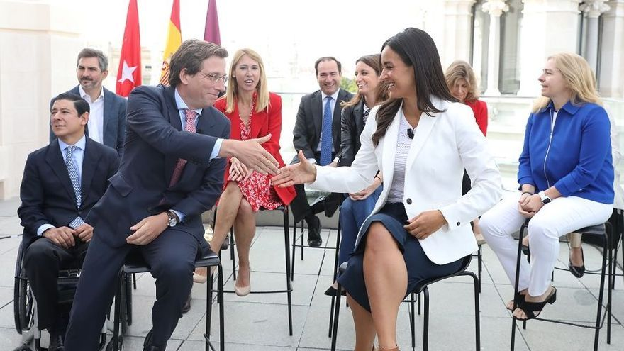 El alcalde, José Luis Martínez-Almeida, y la vicealcaldesa Begoña Villacís. / Europa Press