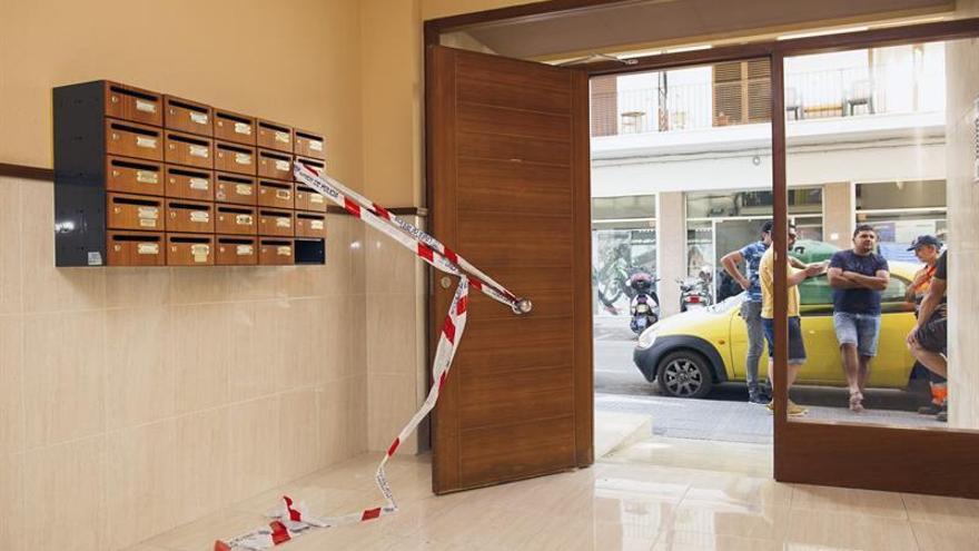 Más de 150 personas condenan el asesinato machista ocurrido ayer en Ibiza