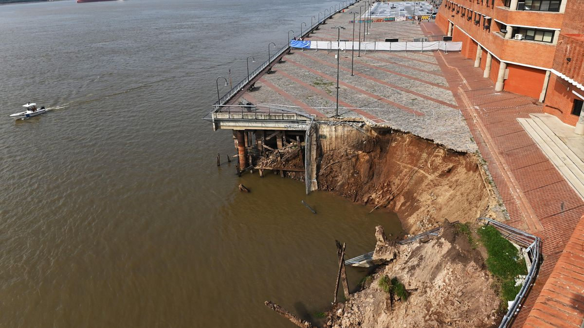 La barranca derrumbada junto al Paraná