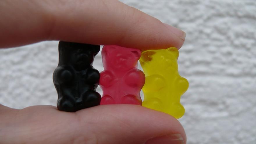 Unos ositos de gominola ordenados como los colores de la bandera alemana. Lynne Hand / Flickr
