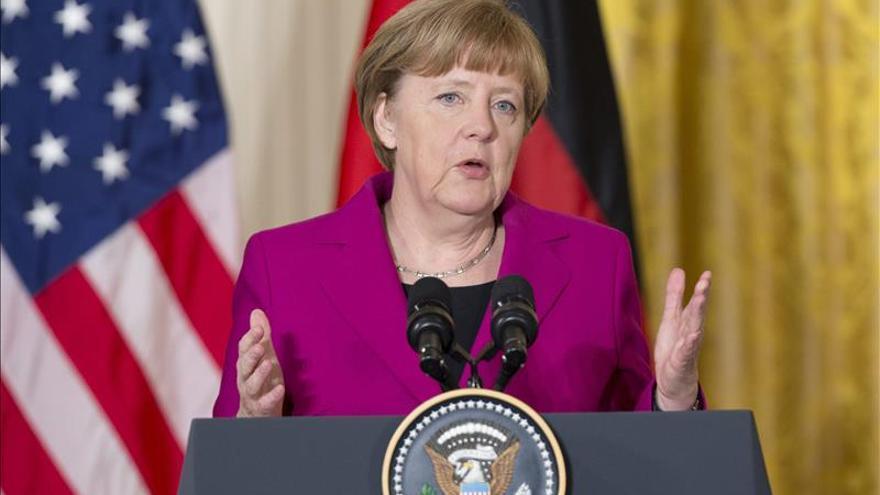 """Merkel espera una """"propuesta sostenible"""" de Grecia en los próximos días"""