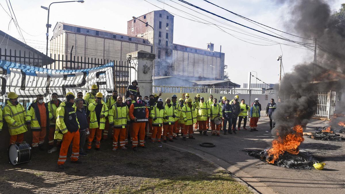 Estibadores del puerto de Rosario en una protesta de junio pasado.