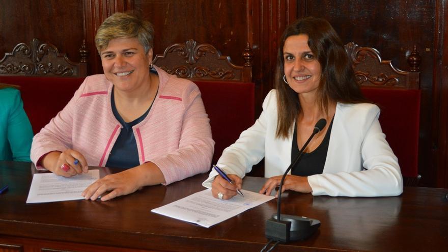 Firma del acuerdo entre el Ayuntamiento y Provivienda.
