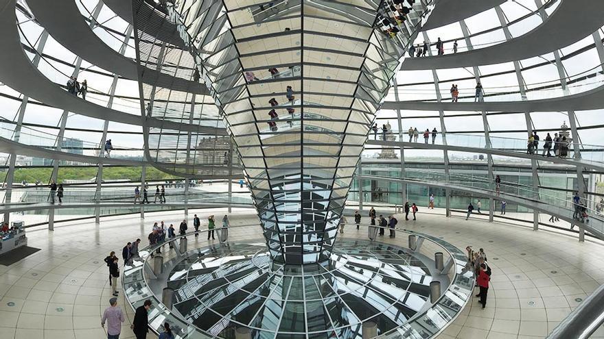 La cúpula del Reichstag es una de las obras más reconocidas de Norman Foster.