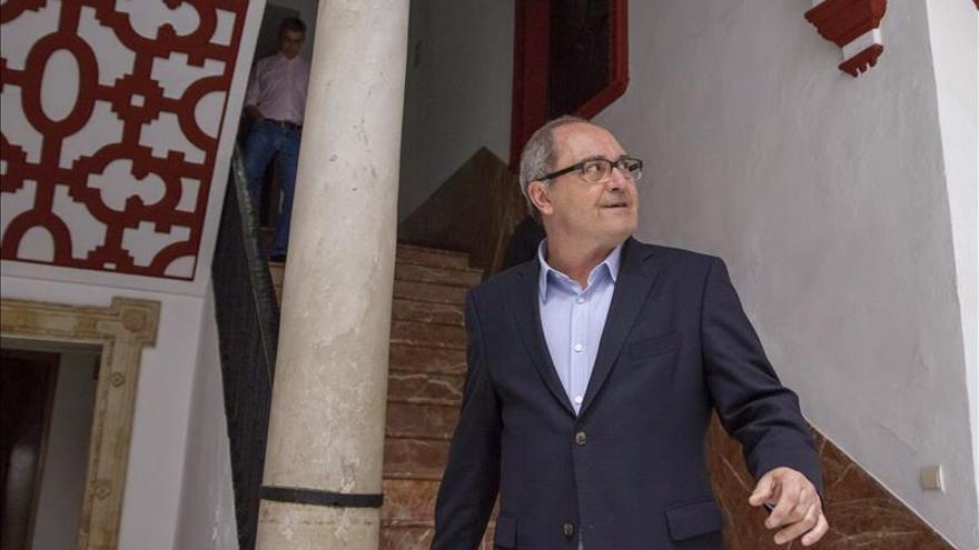 """""""Nosotros a lo nuestro"""", dice el PSOE andaluz sobre la crisis de Madrid"""