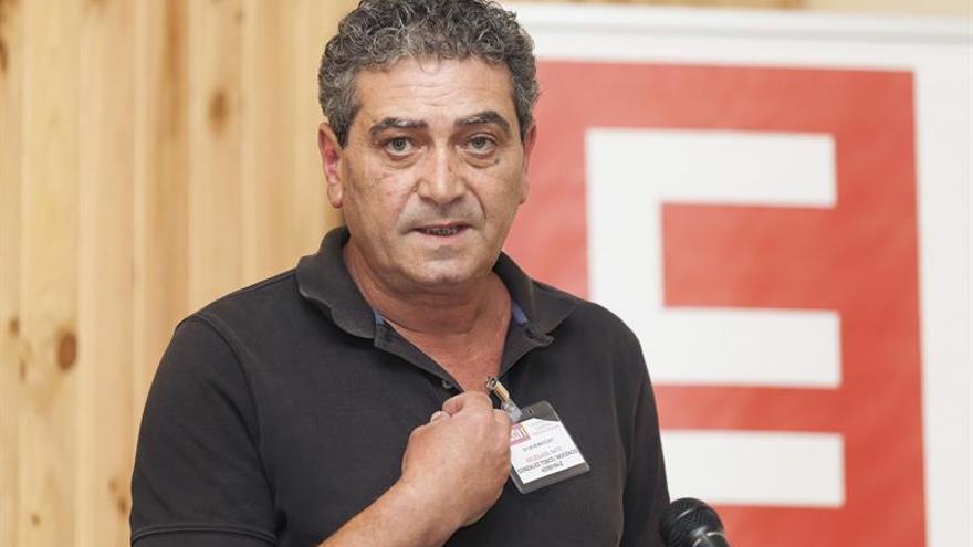 El nuevo general del sindicato CCOO en Canarias, Inocencio González Tosco, durante su intervención en la clausura del XI Congreso del sindicato celebrado en Santa Cruz de Tenerife. EFE/Ramón de la Rocha