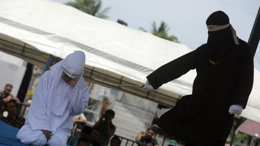 Azotan a 11 indonesios por relaciones extramaritales en la provincia de Aceh