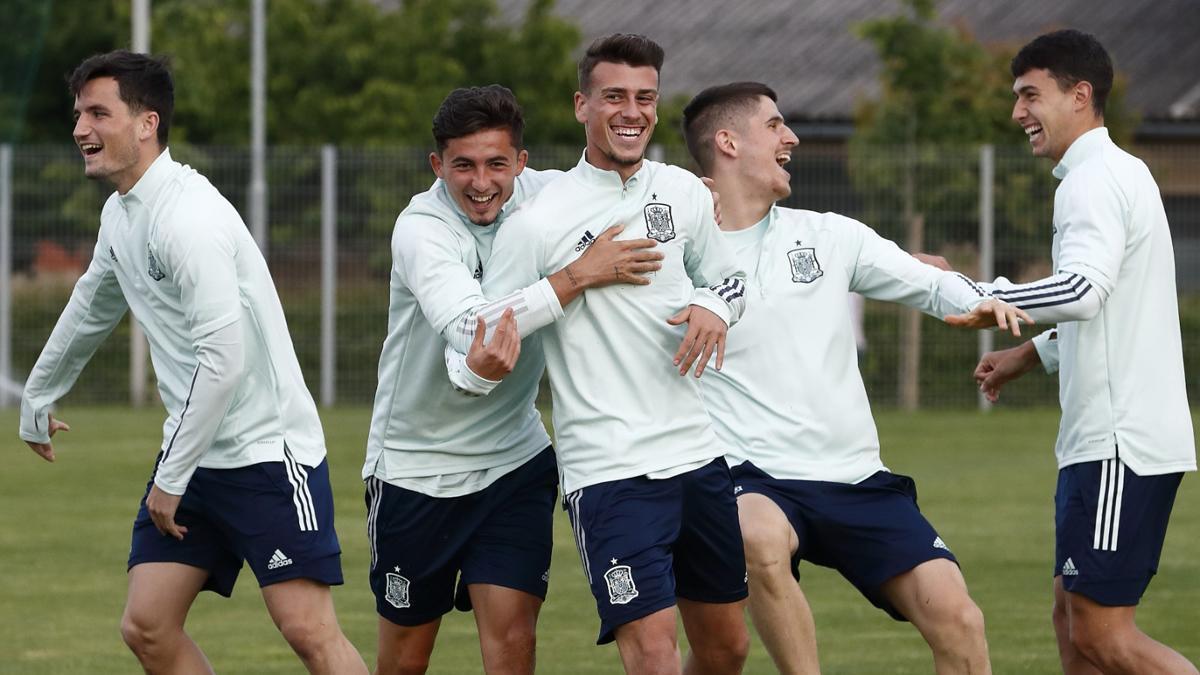 Antonio Blanco, en el centro, en un entrenamiento de la sub 21