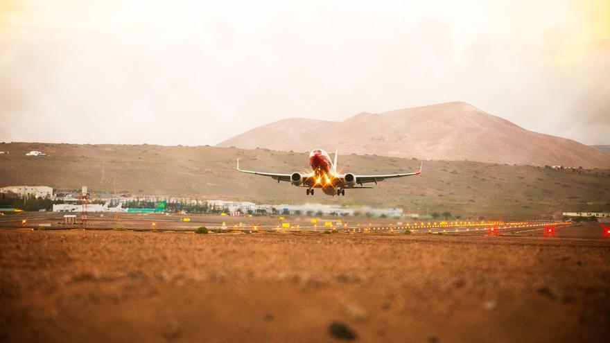 Avión despegando del Aeropuerto de Lanzarote