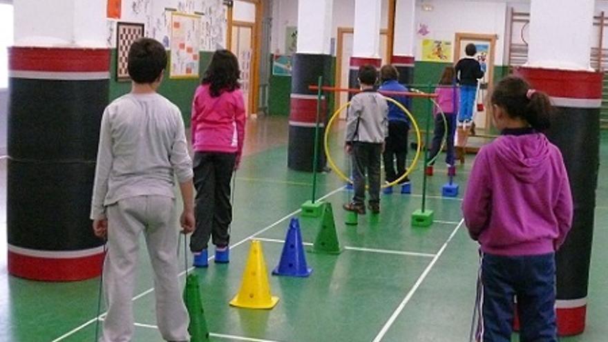 Clase de gimnasia en el colegio público Doctor Fleming de Albacete