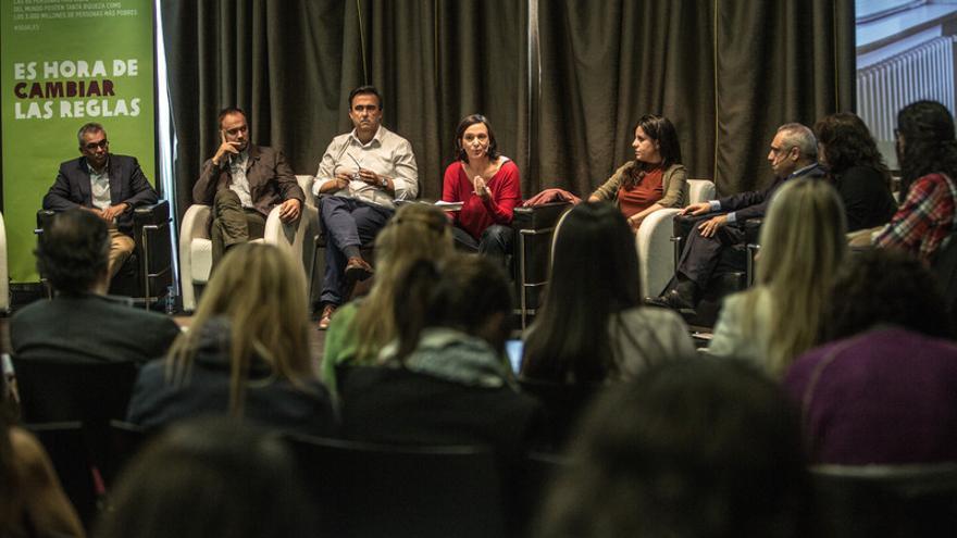 Los representantes políticos en el acto organizado por Oxfam Intermón para debatir con ciudadanos sobre desigualdad. / Pablo Tosco (Oxfam Intermón).