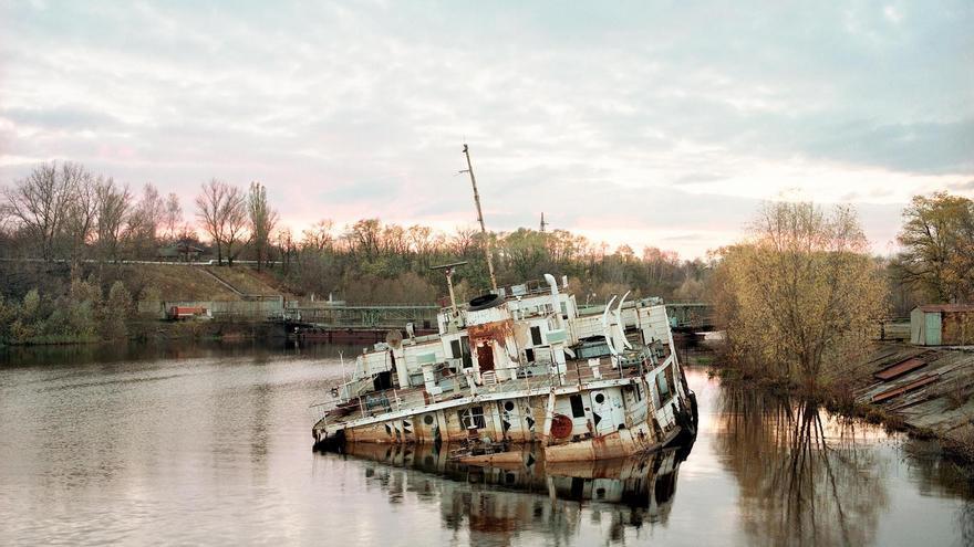 El hundimiento de un barco en el río Prípiat. Octubre de 1998.