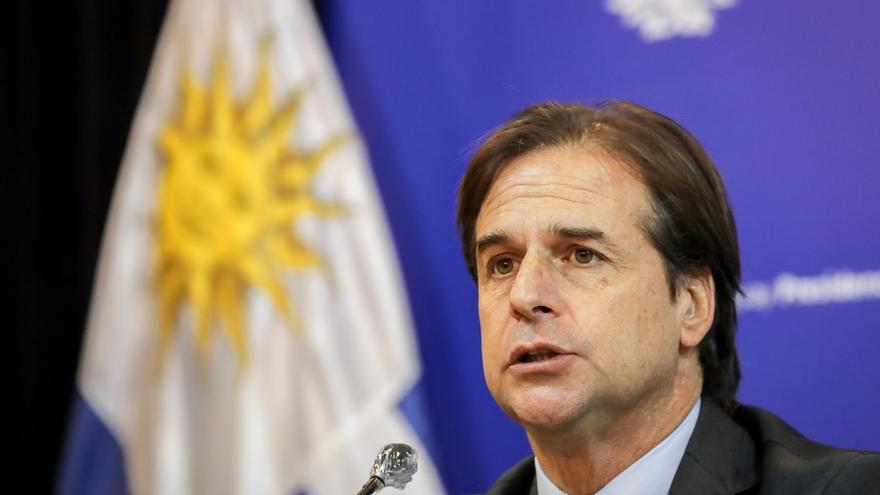 El presidente de Uruguay, Luis Lacalle Pou, habla este jueves durante una conferencia de prensa, en Montevideo (Uruguasy).