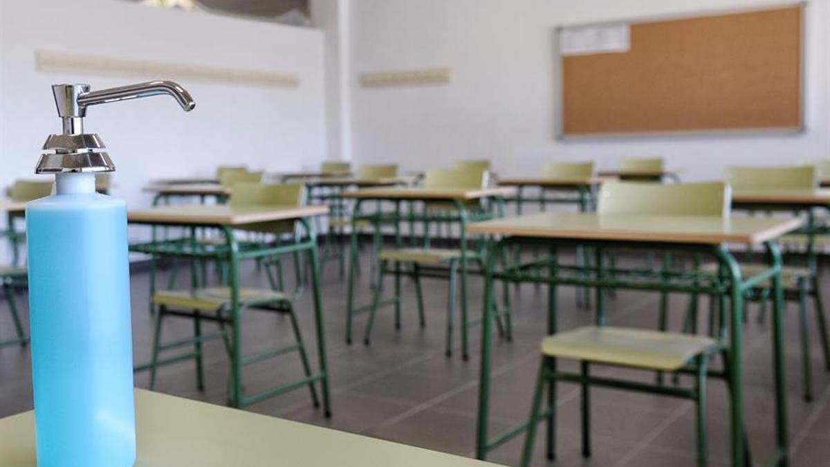 Los colegios se preparan para la vuelta a clase. EFE/ Nacho Gallego
