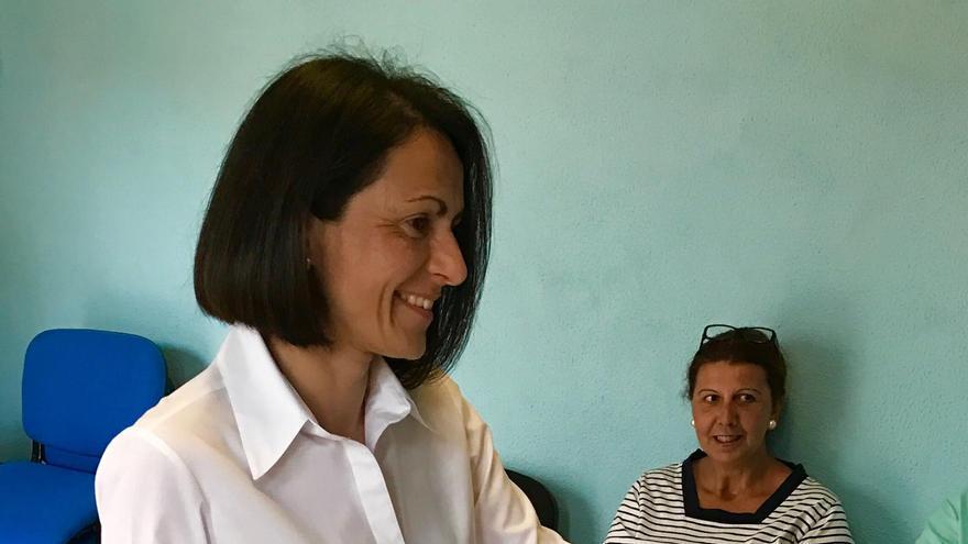 Elena Álvarez Simón,  presidenta electa del PP, ejerciendo su derecho a voto.