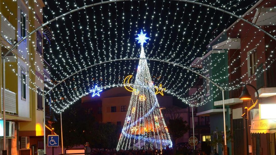 En la imagen, alumbrado navideño inaugurado este miércoles. Foto: MAURO CASTRO.