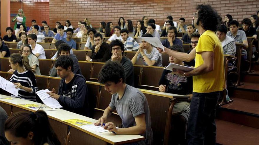 FACUA pide adecuar los préstamos renta universidad al contexto de paro juvenil