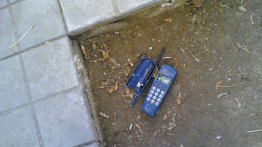 No han sido pocas las veces que has tenido ganas de estrellar tu móvil contra el suelo (Foto: jmerelo en Flickr)